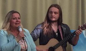 Anita og hennes faste gitarist Espen Rogne